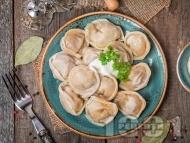 Рецепта Руски пелмени с телешка и свинска кайма